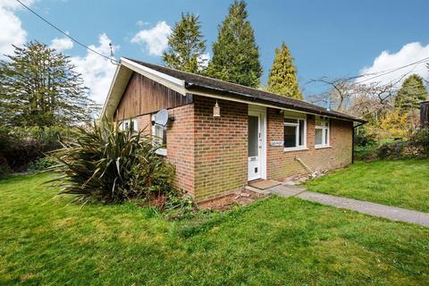 2 bedroom bungalow to rent - Caterways, Brighton Road, Lower Beeding, Horsham