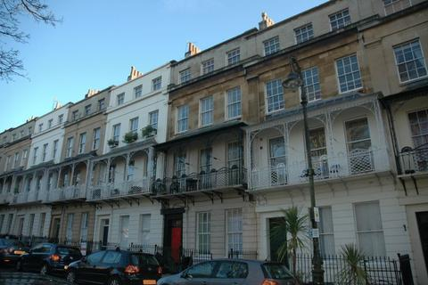 3 bedroom apartment to rent - Caledonia Place, Basement flat, Bristol, BS8 4DJ