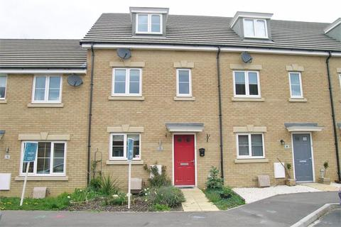 4 bedroom terraced house to rent - Hutton Close, Paxcroft Mead