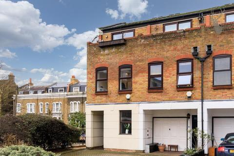 2 bedroom house to rent - Malmesbury Road, London