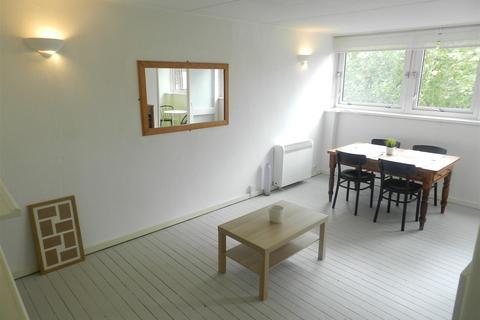 2 bedroom flat for sale - Park Court, Battersea Park Road, London