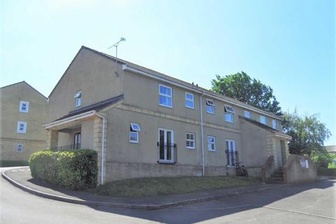 2 bedroom flat to rent - Queens Square, Chippenham
