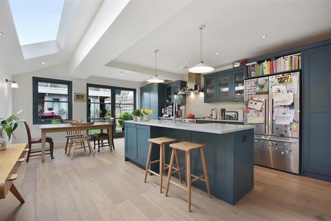 5 bedroom house for sale - Stronsa Road, London, W12
