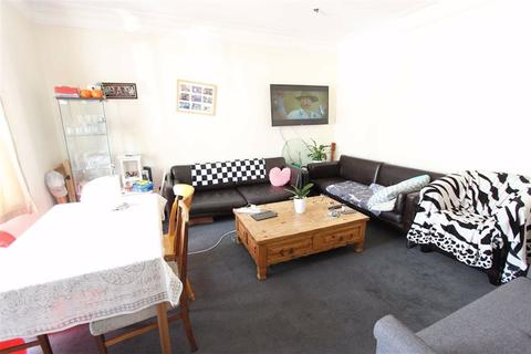 2 bedroom flat to rent - Kelvin Avenue, Palmers Green, London