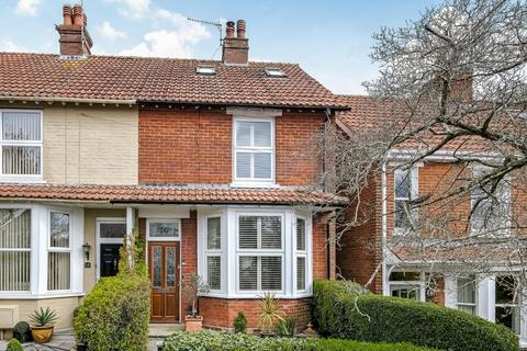 3 bedroom end of terrace house for sale - Bouverie Avenue, Harnham