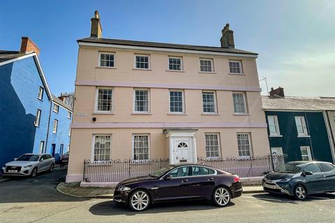 Studio to rent - Willesden house, Bush Row, Haverfordwest