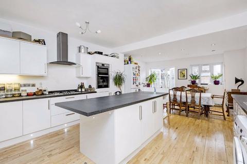 4 bedroom terraced house to rent - Fernthorpe Road, Furzedown, London
