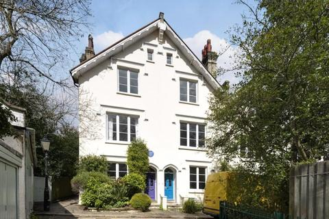 3 bedroom end of terrace house for sale - Villas on the Heath, Vale of Health, London, NW3