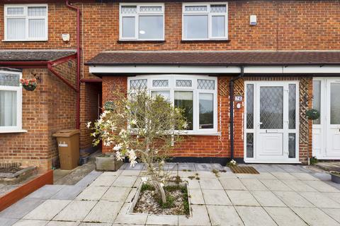 3 bedroom terraced house to rent - Sewardstone Gardens , E4