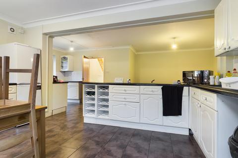 4 bedroom semi-detached house to rent - Lucraft Road , Brightonb BN2