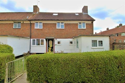 4 bedroom end of terrace house for sale - Shaws Road, Crawley, West Sussex. RH10 8DH