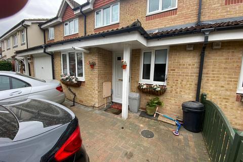 3 bedroom terraced house to rent - Chiltern Court, Widmore Road, Uxbridge, UB3