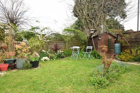 2 bedroom maisonette for sale - Victoria Close, Horley, Surrey