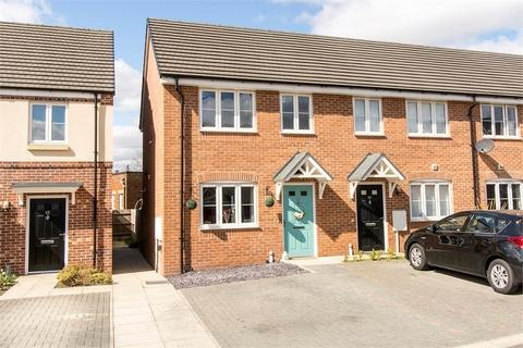2 bedroom end of terrace house for sale - Vedonis Road, Lutterworth, Leicestershire