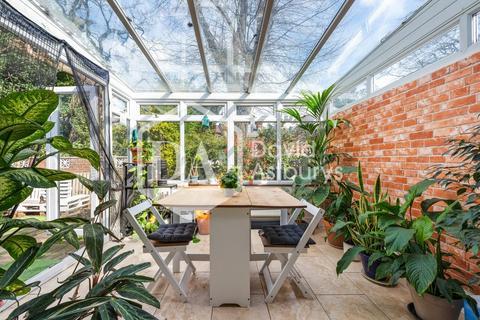 2 bedroom semi-detached bungalow to rent - Lytton Avenue, Palmers Green, London
