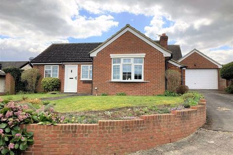 2 bedroom detached bungalow for sale - High Street, Pirton, SG5