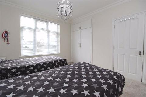 4 bedroom terraced house for sale - Eastern Avenue, Ilford, Essex, IG4