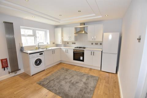 3 bedroom flat to rent - Charlton Road, London, SE3