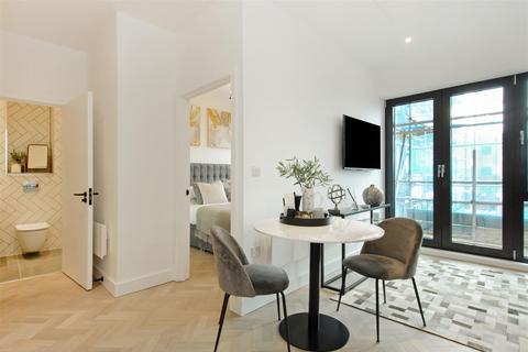 2 bedroom flat for sale - Park House Apartments, Bath Road, Slough