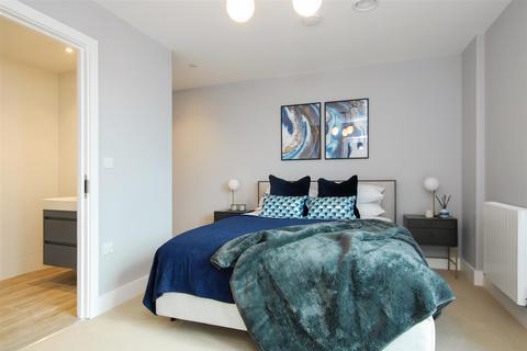 2 bedroom penthouse for sale - Park House Apartments, Bath Road, Slough