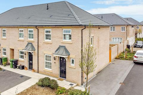 3 bedroom end of terrace house for sale - Farro Drive, York, YO30