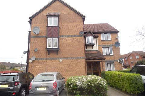 2 bedroom flat for sale - Swaythling Close, Edmonton, London, N18