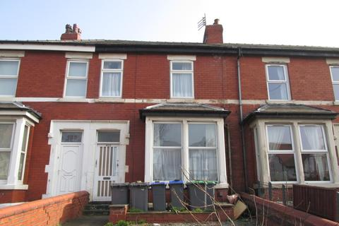 Studio to rent - Waterloo Road , Blackpool  FY4