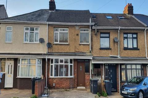 3 bedroom terraced house to rent - Connaught Road, Luton LU4