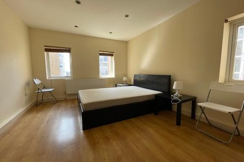 3 bedroom flat to rent - Flat C, High Road, Wembley, HA9