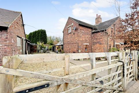 3 bedroom farm house for sale - Gailey Lea Lane, Penkridge, ST19 5PT