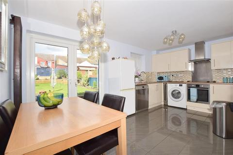 3 bedroom end of terrace house for sale - Periwinkle Close, Sittingbourne, Kent
