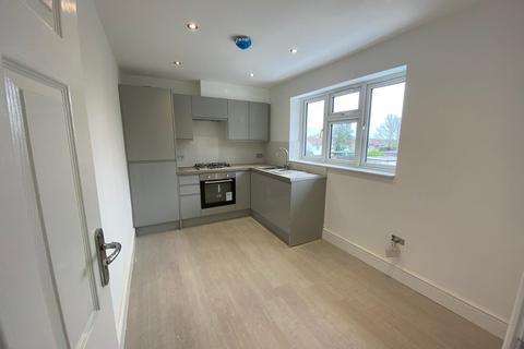 2 bedroom flat to rent - Huntsman Road, Ilford, Essex, IG6