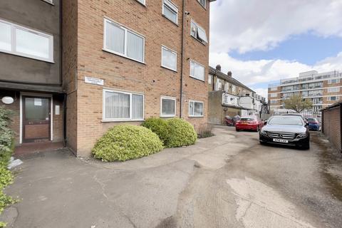 2 bedroom flat to rent - Eastern Avenue, Newbury Park, IG2