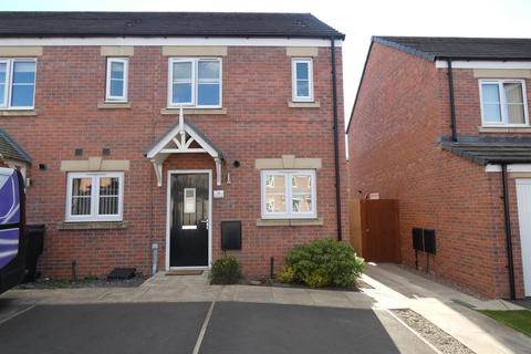 2 bedroom end of terrace house for sale - Melbreak Avenue, Carlisle, CA2 6RJ