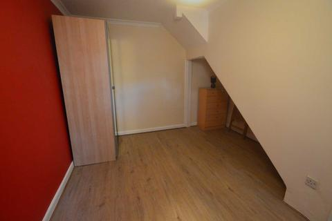 1 bedroom in a flat share to rent - Capstan Square, London