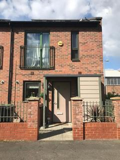 2 bedroom semi-detached house to rent - Ager Avenue, Dagenham