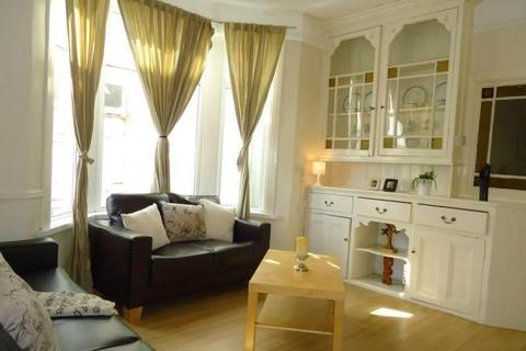 5 bedroom terraced house to rent - Africa Gardens, Heath , Cardiff