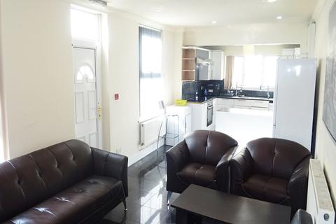 6 bedroom end of terrace house to rent - May Street, Cathays, Cardiff