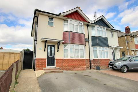 3 bedroom semi-detached house for sale - GORGEOUS GARDEN! PARKING! POPULAR LOCATION! A MUST SEE!
