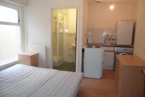 Studio to rent - North Luton Place, Adamsdown, Cardiff