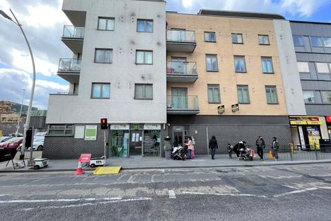 2 bedroom flat to rent - Clements Road, Ilford