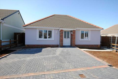 2 bedroom detached bungalow for sale - 68 Gibbas Way