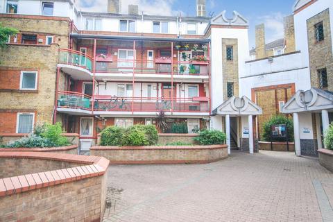 3 bedroom flat to rent - Millpond Estate, West Lane, London, SE16