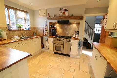 3 bedroom house for sale - Vale Road, Haywards Heath, RH16