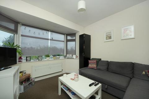 2 bedroom flat to rent - Western Avenue, W3