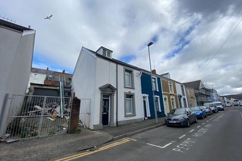 3 bedroom end of terrace house for sale - Oxford Street, Sandfields, Swansea