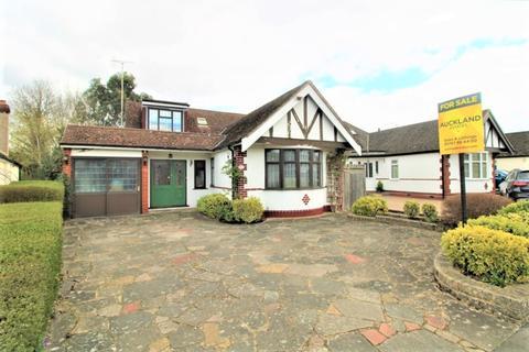 3 bedroom detached bungalow for sale - Elmroyd Avenue, Potters Bar