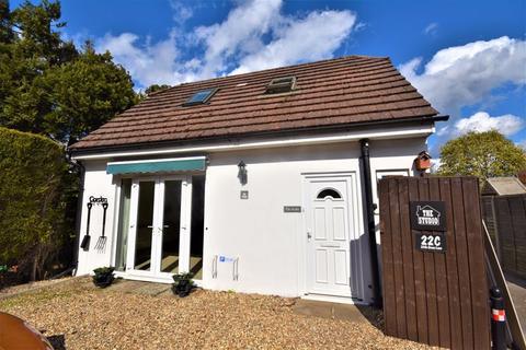 1 bedroom detached house to rent - Little Green Lane, Farnham