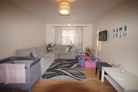 2 bedroom flat to rent - Rossmore Close, Enfield, Middlesex