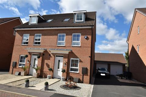 3 bedroom detached house for sale - Sand Martin Close, East Leake, Loughborough